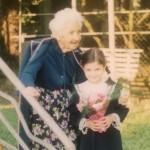 პირველკლასელი მარიამ ბულია ბებიასთან, ცნობილ ჟურნალისტთან ბაბო აბულაძესთან
