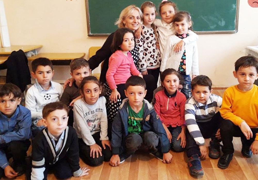 შორენა გოჩოლეიშვილი-ბანკიდან სკოლაში, პირველკლასელებთან