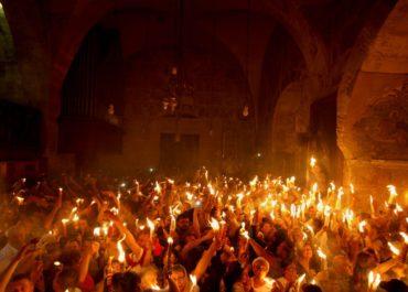 ისრაელში უცხოეთიდან ჩასულებს წმინდა ცეცხლს თვითმფრინავის ბორტზე მიაწვდიან, ტაძარში კი მხოლოდ 15-მდე სასულიერო პირი იქნება